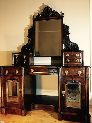 VENEER WALNUT VICTORIAN DRESSING TABLE (circa: late 1800s)