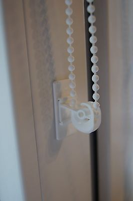 Blind Pull Chain/Cord Quide Child Safety Tensioning Clip - White Self-Adhesive