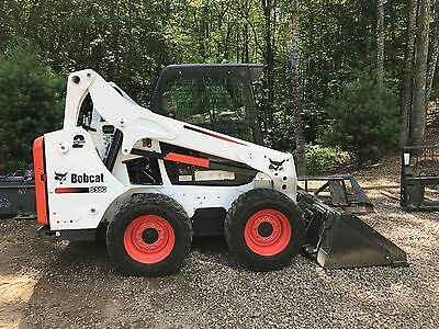 Bobcat Skidsteer S590 with Attachments