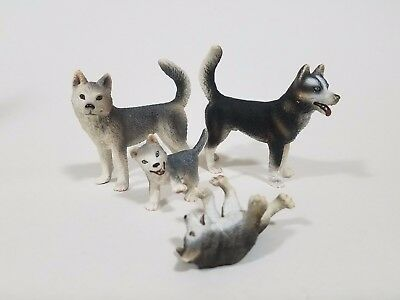 Schleich animals lot of 4 husky dogs figures, make this yours !