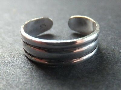 SOLID SILVER TOE RING, striped design *BN* good quality, sturdy ring