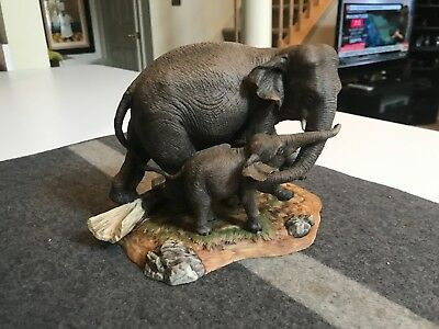 "SUPERB VINTAGE 8 1/4"" Lenox Porcelain ELEPHANTS FIGURINE in MINT CONDITION"