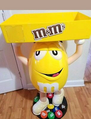 """M&M's M & M M&M CHARACTER YELLOW STORE DISPLAY 44"""" WITH TRAY  GOOD CONDITION"""