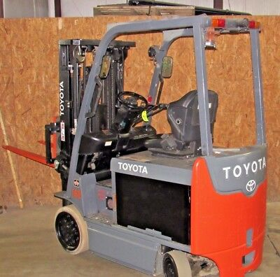 2011 Toyota Forklift 8FBCHU25 Electric 5,000lb  Refurbished Battery and Charger