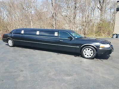 2007 Lincoln Town Car Limousine 2007 Lincoln Town Car Limousine by Royale 120 inch (10 Passenger)
