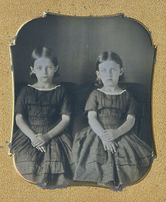 Cute Young Sisters Girls Matching Dresses Fashion Tinted Cheeks Sixth Plate Dag