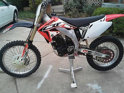 2005 Honda CRF  honda crf450r, like new rubber, lightly ridden, no smoke, leaks, issues