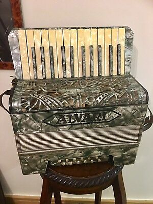 Vintage Alvari piano accordian