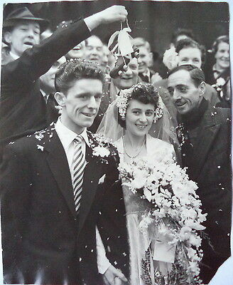 TOTTENHAM PLAYER TOMMY HARMER GETS MARRIED 6th FEB 1954