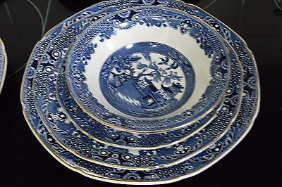Vintage Blue Willow Pattern Dinner Set