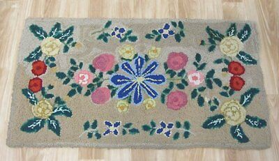 Farm House PA Amish Mennonite Floral HOOK Rug Vintage 38 x 21