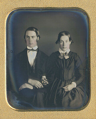 Strange Couple Holding Breath Braided Hair Fashion Tinted Cheeks Sixth Plate Dag