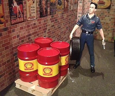 1/18 Scale 2 x Oil drums and 1 xPallet