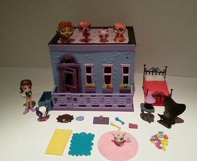 Littlest Pet Shop Blythe Bedroom Set + 6 pets, furniture and Blythe figure.
