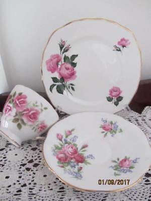 Mixed Vintage - Royal Vale - ''roses''  - Cup / Saucer / Plate Trio