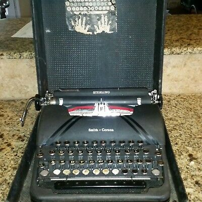 Vintage Smith-Corona Sterling Portable Typewriter 5A585606