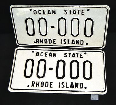 ThriftCHI ~ 1970's Style Rhode Island License Plate Set 00-000