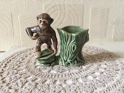 Wade Chimpanzee Posy Figure Late 1950s / Early 1960s