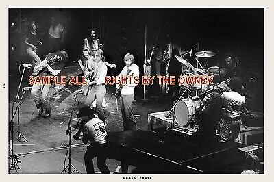 THE GRATEFUL DEAD 1974 JERRY WITH GIRLS DANCING ON STAGE WINTERLAND 8x12 BW