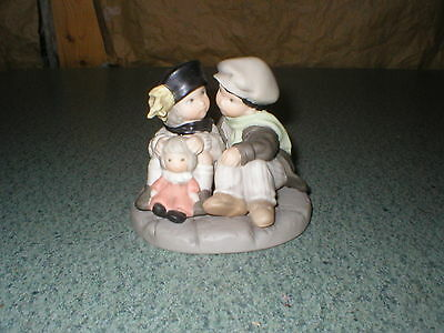 "Enesco Pretty as a Picture "" You Mean the World to me "" Figurine,1998"