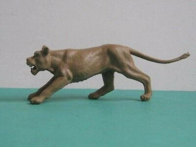 1 x TIMPO TOYS 1960/70's  LIONESS ...  MADE in ENGLAND - PLASTIC TOY ANIMAL