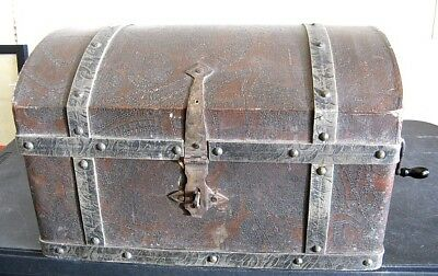 Vintage RARE Antique Cecilian Pirate's Chest Hand Crank Record Player Phonograph