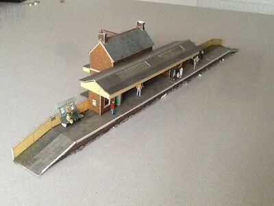 00 Gauge Card country station