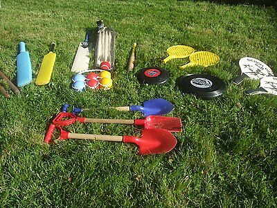 Used Chricket Set Beach Sets Spades Rounders Frizbie great for garden or beach