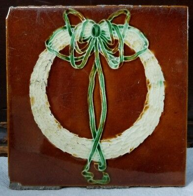 Antique English Art Nouveau Relief c1910-20s Wreath Bow Holiday Original Tile
