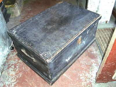 Vintage wooden painted chest toolchest trunk coffee-table storage box