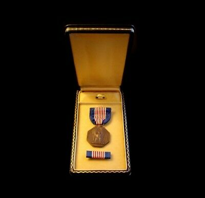 WWII US Army Soldier's Soldiers Medal w/ Lapel Button Ribbon Bar & Case