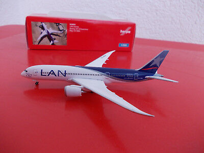 Herpa Wings 524933 LAN Airlines Boeing 787-8 Dreamliner 1/500