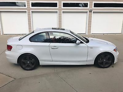 2008 BMW 1-Series 135i 2008 BMW 135i One Owner.  No reserve  6 Speed  Alpine White / Coral Red N54