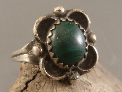 Lovely Vintage 1950's NAVAJO Old Pawn STERLING SILVER & Malachite Blossom Ring