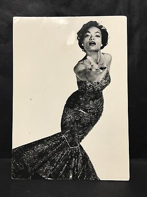 Art Postcard Entertainer EARTHA KITT 1954 Photo by Philippe Halsman, Fotofolio