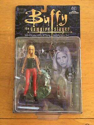 Buffy The Vampire Slayer Buffy In Red Trousers Figure BNIB Unopened