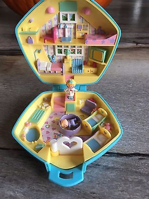 Vintage 1992 Polly Pocket Polly in the Nursery Compact. BlueBird. With Figures