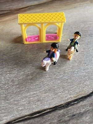 Polly pocket? Stable Gate/2 Horses/2 Figures