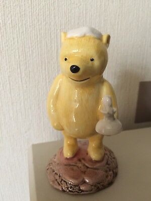 Royal Doulton Pooh Lights The Candle Wp11 Figurine
