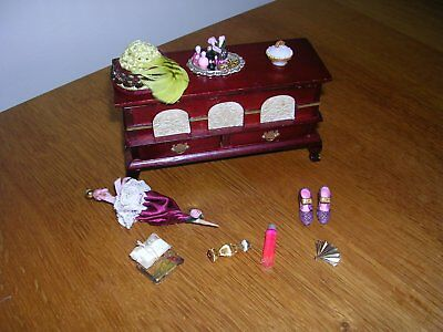 Dolls' House Ottaman and Accessories