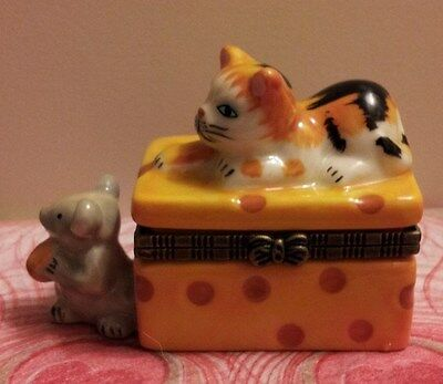 CALICO CAT ON CHEESE WITH CHEESE-EATING MOUSE TRINKET BOX with Surprise Inside!!