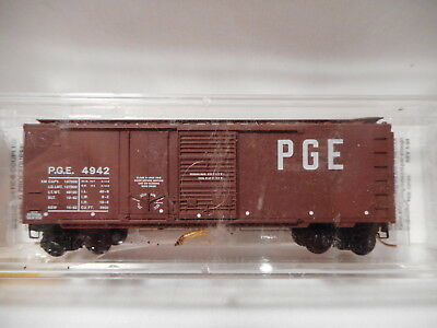 Micro-Trains Line - N-Scale Pacific Great Eastern 40' Standard Box Car PGE4942