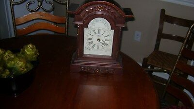 Vintage Quartz Battery Operated Chiming Wood Mantle Clock Japanese