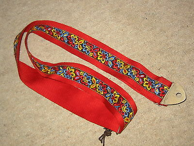 Beautiful,  old guitar strap, floral hippie Style!