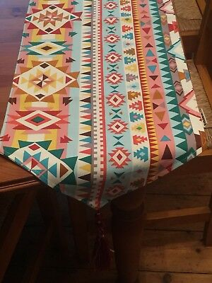 L@@K, Patterned Thick Table Runner Tasseled Edges 160x30cm from Voito