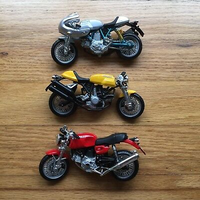 Ducati 1/18 Sport Classic 1000 GT Lot Maisto Red/Yellow/Silver Paul Smart Models