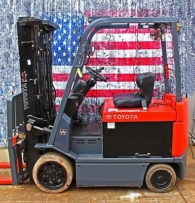 2011 Toyota 7FBCU30  6000lb Forklift includes Charger, and Reconditioned Battery