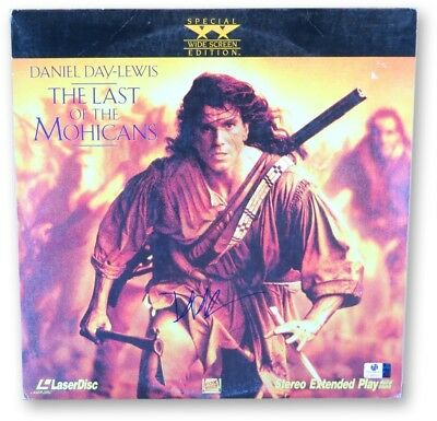 Daniel Day-Lewis Autographed Laserdisc Cover The Last of the Mohicans GV865971