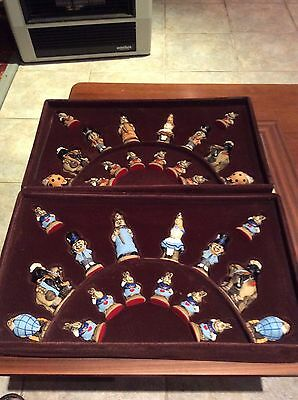 Studio Anne Carlton SAC Alice In Wonderland Chess Set