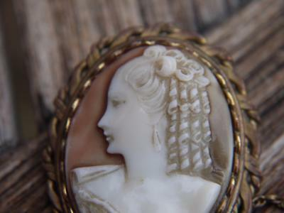 Attractive Vintage Gold Plated Cameo Lady Brooch With Safety Chain